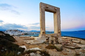 The Money Traveler suggests Naxos as a more affordable alternative to Santorini and Mykonos